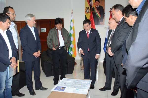 Los presidentes Morales y Cartes en la inauguración de la planta separadora. (Foto: ABI)
