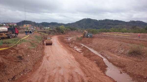 Trabajos de reconstrucción de defencivos en la quebrada El Común. (Foto: El Chaqueño)