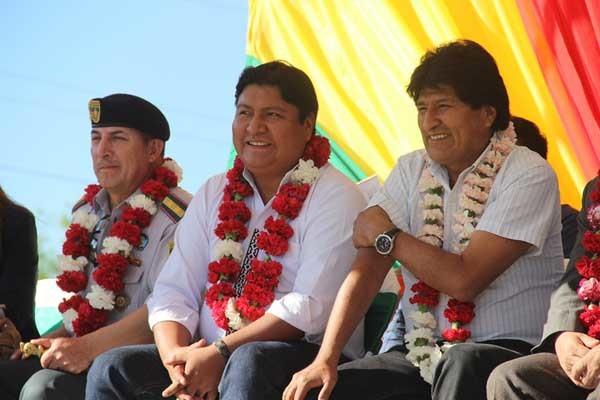 El presidente Morales junto al subgobernador Quecaña. (Foto: Agencias)