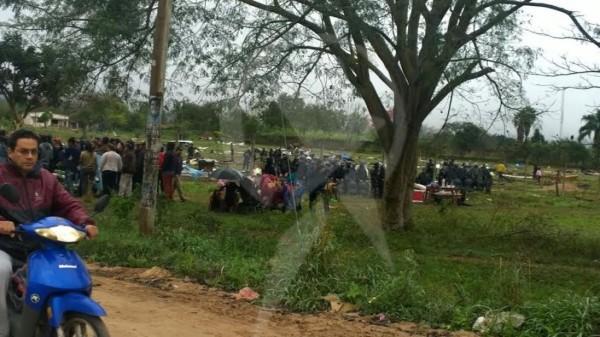 Las familias fueron desalojadas por la policía. (Foto: El Tribuno)
