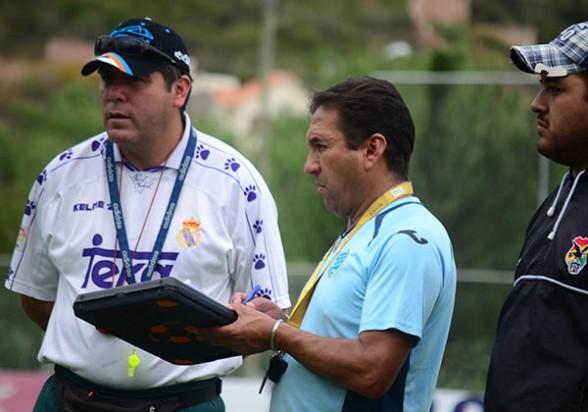 Marcelo Claros el estratega del equipo aurorista. (Foto: Los Tiempos)