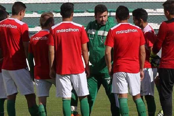 Baldivieso durante una charla técnica a los seleccionados. (Foto: holaciudad.com)
