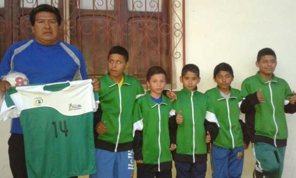 Delegación yacuibeña que es parte del campeonato nacional en Tarija. (Foto: Armando Vaca)