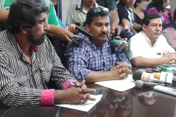 Autoridades en conferencia de prensa informando sobre el acuerdo. (Foto: elchacoinforma.com)