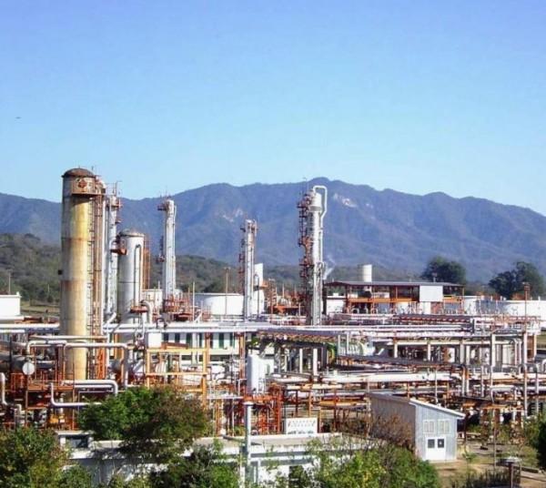 La destilería de Campo Durán quedaría en desuso. (Foto: El Tribuno)