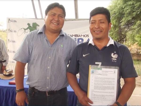 El Subgobernador junto al Corregidor de Quebrachal. (Foto: Agencias)