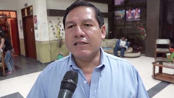 El alcalde de Yacuiba Ramiro Vallejos, anuncia la reunión de autoridades regionales. (Foto: elchacoinforma.com)
