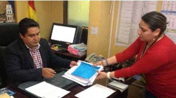 El magistrado Valencia informa de la admisión de la consulta. (Foto: Correo del Sur)