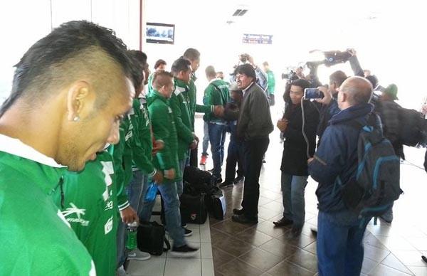 El presidente Morales despidiendo a los jugadores de la selección. (Foto: ABI)