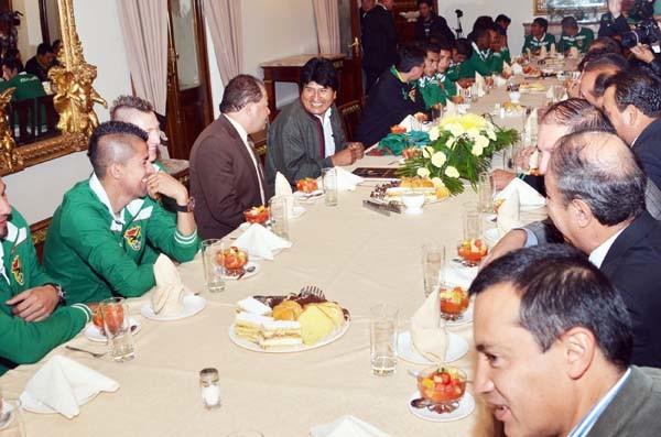 El presidente se reunió con los jugadores de la selección en palacio de Gobierno. (Foto: ABI)