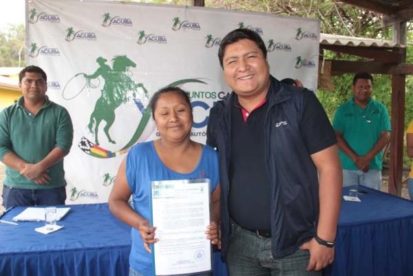El subgobernador junto la nueva corregidora. (Foto: Agencias)