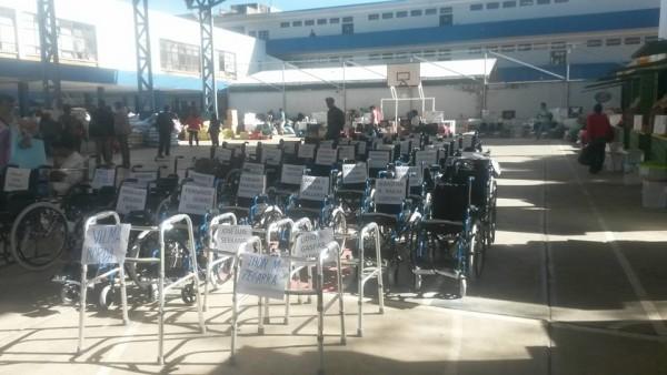 Entrega de sillas de ruedas en Tarija. (Foto: Andrés Aguirre)