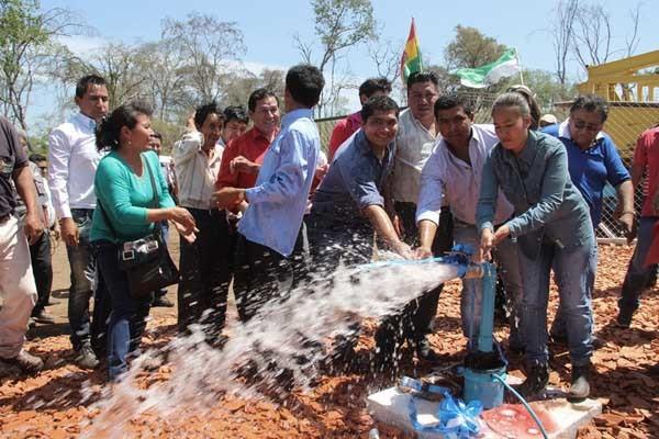 Inauguración del pozo de agua en Laguna Seca. (Foto: Agencias)