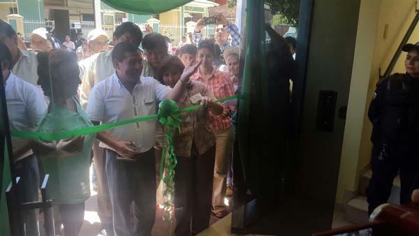 Momento del corte de cinta por parte del Alcalde Vallejos. (Foto: Agencias)