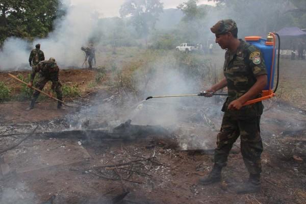 Simulacro de incendio al culminar el curso de bomberos forestales. (Foto: Agencias)