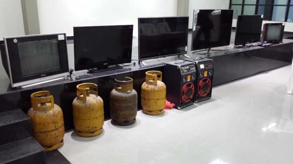 Objetos recuperados en el megaoperativo policial. (Foto: elchacoinforma.com)