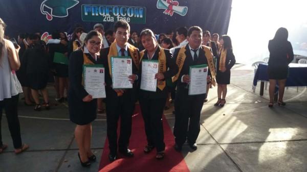 Profesores que obtuvieron la licenciatura. (Foto: elchacoinforma.com)