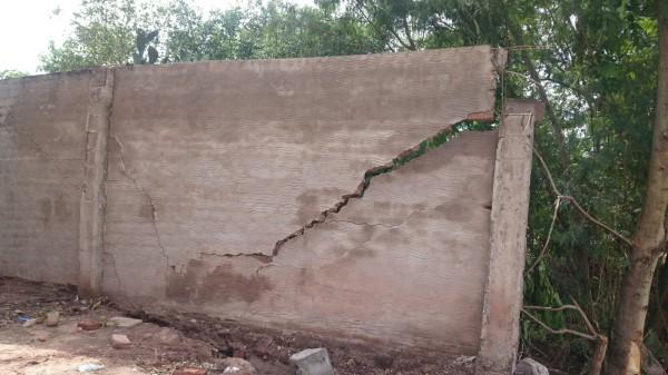 Pared a punto de caer a causa de la inestabilidad del terreno. (Foto: elchacoinforma.com)