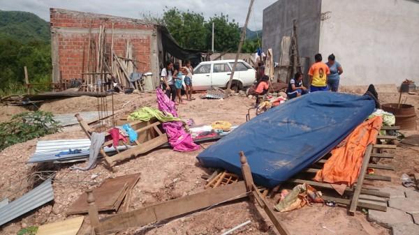 Vivienda destruida en el barrio La Cruz a consecuencia de las intensas lluvias. (Foto: elchacoinforma.com)