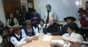 TARIJA: GOBERNACIÓN Y CAMPESINOS LLEGAN A UN ACUERDO Y SE LEVANTAN LOS BLOQUEOS