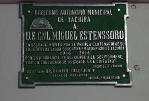 1. Placa de reconocimiento entregada al colegio
