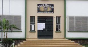 POLICÍA ACUARTELADA EN TARIJA POR BLOQUEO DE CAMINOS DEL TRANSPORTE PESADO