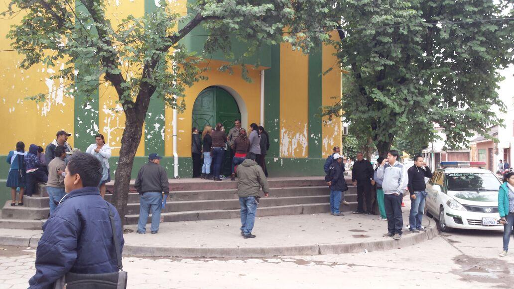 Las puertas del Comando de Frontera Policial de Yacuiba permanecen cerradas. (Foto: elchacoinforma.com)