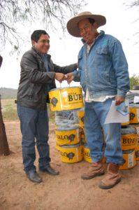 El Alcalde de Muyupampa junto al capitán Naranjos. (Foto: Fundación Natura Bolivia)