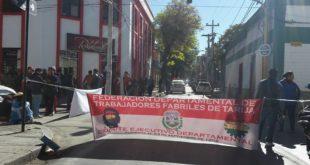 TRABAJADORES INSTALARON PUNTOS DE BLOQUEO EN LA CIUDAD DE TARIJA EN SEGUNDO DÍA DE PARO