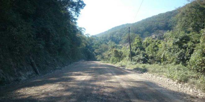 Mantenimiento del tramo caminero Caraparí - Yacuiba en el Aguaragüe. (Foto: elchacoinforma.com)