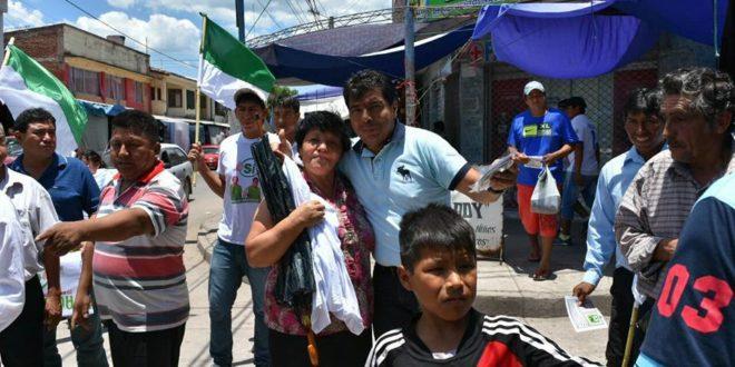 Wilman Cardozo realiza la caminata en San José de Pocitos. (Foto: Gentileza)