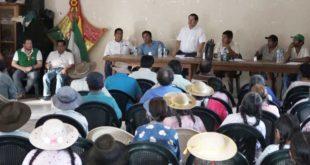 El alcalde reunido en Caiza Villa El Carmen. (Foto: Agencias)