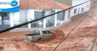 FUERTE LLUVIA Y GRANIZO ARRASTRA UNA CAMIONETA E INUNDA UN MERCADO EN CAMARGO