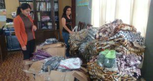 Melvy Patiño, responsable de Umadis recibió dotación de ropa para personas con discapacidad. (Foto: elchacoinforma.com)