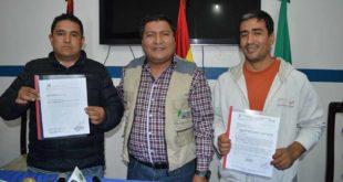 ARCHIVO. El subgobernador junto a los representantes de las empresas constructora y supervisora.