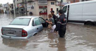 LLUVIA EN SALTA: UN HERIDO, ANEGAMIENTOS, ÁRBOLES CAÍDOS Y TRES FAMILIAS QUE SE RESISTIERON A SER EVACUADAS