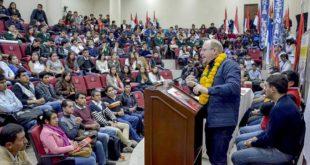 """TARIJA: GOBERNADOR APERTURA DEL II ENCUENTRO DE JUVENTUDES DEL BICENTENARIO DENOMINADO """"SOÑANDO EL FUTURO"""""""