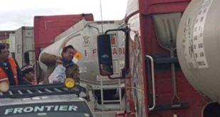 GOBIERNO ENTREGA ALIMENTOS A TRANSPORTISTAS AFECTADOS POR PARO EN CHILE