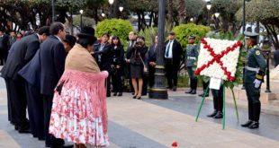 ACTOS OFICIALES POR LOS 208 AÑOS DE LA EFEMÉRIDE DE CHUQUISACA COMIENZAN CON OFRENDAS FLORALES