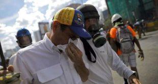 VENEZUELA: LÍDER OPOSITOR HENRIQUE CAPRILES ES ATACADO DURANTE PROTESTA