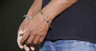 LA PAZ: POLICÍA APREHENDE A UN DIRECTOR Y UN PROFESOR DENUNCIADOS POR ABUSO SEXUAL