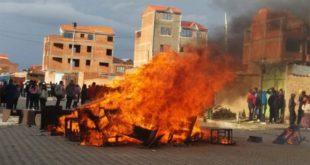 El ALTO: SAQUEAN Y QUEMAN MUEBLES DE LAS OFICINAS DE BITCOIN CASH