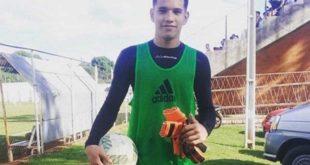 EN PARAGUAY: TRÁGICA MUERTE DE UN FUTBOLISTA DE 17 AÑOS TRAS RECIBIR UN PELOTAZO EN EL ESTÓMAGO
