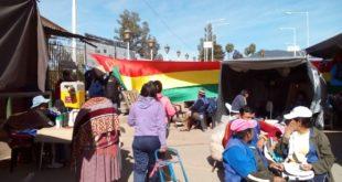 BLOQUEO DEL PUENTE INTERNACIONAL GENERA MOLESTIAS A TRANSPORTISTAS Y VECINOS DE SALVADOR MAZZA