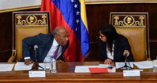 NICOLÁS MADURO DISUELVE EL PARLAMENTO DE MAYORÍA OPOSITORA EN VENEZUELA