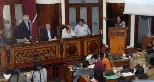 BANCADA DEL MAS EN LA ASAMBLEA DA VOTO DE CONFIANZA AL MINISTRO FERREIRA