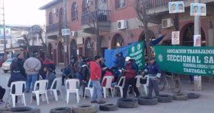 SALVADOR MAZZA: LOS MUNICIPALES BLOQUEARON TODOS LOS ACCESOS A LA COMUNA
