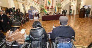 GOBIERNO PROMULGA LEY QUE OTORGA BS 250 MENSUALES A PERSONAS CON DISCAPACIDAD