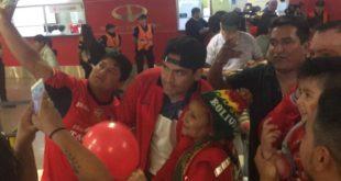 COPA LIBERTADORES: DECENAS DE HINCHAS RECIBEN A WILSTER EN BUENOS AIRES