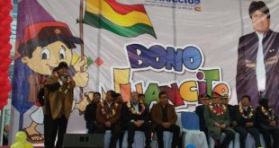Evo Morales inicia pago del bono Juancito Pinto en El Alto